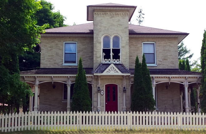 Port Perry Town & Country House Tour